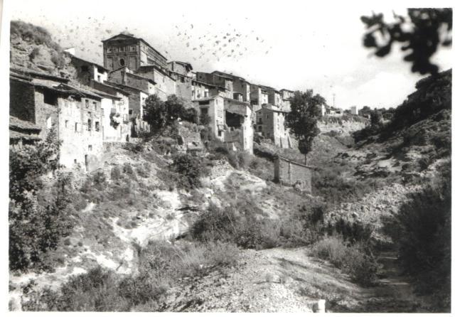 Casas colgantes hacia el barranco del Azul