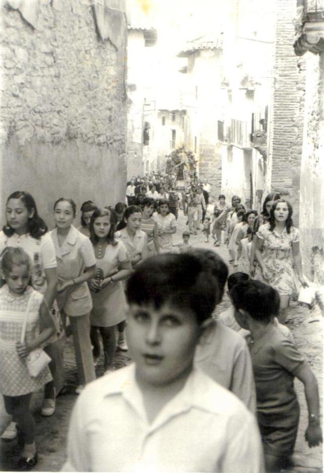 En la procesión primero van los niños, luego las mujeres y en último lugar los hombres.