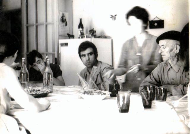 Mi abuelo, mi tío José María y yo. Tres generaciones a la mesa.